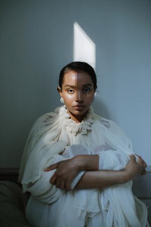 En bild från en av Zandras senaste fotograferingar. Modellen heter Kiseri, och är en lokal Ö-viksbo. Foto: Zandra Högberg