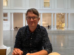 """Mikael Hoffsten har bland annat skrivit nummer sex i Sveriges släktforskarförbunds skriftserie, som handlar just om adel och heter """"Adel – från Natt och dag till i dag"""". Foto: Privat"""