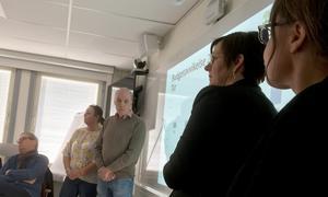 Biograf- och fritidsledaren Björn Persson svarade på frågor och redovisade fakta om bion för politikerna tillsammans med Åsa Jönsson-Karlsson vd. Besök Linde AB, Anette Persson, kommunekonom och kulturchef Kristina Öster.