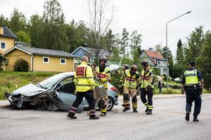 Två bilar frontalkrockade på Brogatan.
