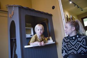 Arvid Kårebrand leker gärna i sin kiosk.