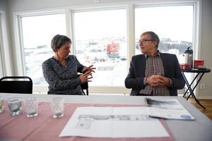 Helena Morin och Anders Nordin på Byggsigurd i den nyligen invigda lägenheten på taket av Egypten. En lägenhet som är öppen för alla boende.
