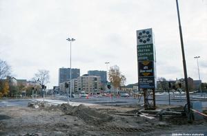 Bild 5: 1980-talet. Ledtråd: Här finns det numera hus både till vänster och höger. Det vänstra är högt. Fotograf: Hans I Eriksson (Bildkälla: Örebro stadsarkiv)