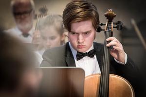 Det krävs koncentration när man spelar klassiska verk. Foto: Lennye Osbeck