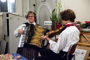 Karin Fast och Adrian Bånga spelade.