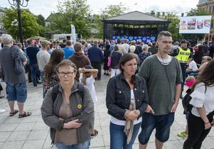 Lena Dahlin Klaar, Johanna Nordin och Fredrik Bergman vände ryggen mot Sverigedemokraternas partiledare.