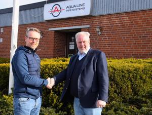 Bernt Bodin, vd på Aqualine Systems AB och Hans Johansson VD och ägare av Borgunda Koncernen tar i hand. Foto: Pressbild