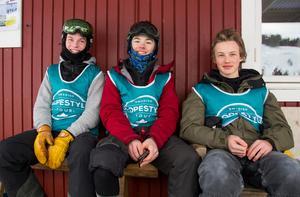 Måns Wänseth, Felix Bjuredahl och Erik Jonsson pustar ut efter finalen.