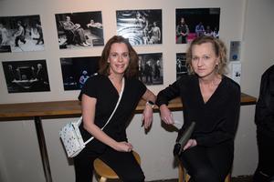 """Viktoria Hjulström och Boel Godner. """"Jag har ganska höga förväntningar. Jag såg deras förra föreställning som var riktigt cool"""" säger Boel Godner (S), kommunstyrelsens ordförande."""