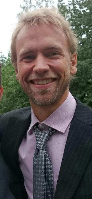 Kvällens gästartist Theodor Nygren som, tillsammans med sina musiker Björn Bylund och Tomas Sundberg-Danielsson, med bravur bidrog till den lyckade kvällen.