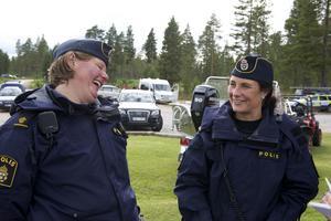 Eftesom det var allsvenska lag som spelade fanns poliserna  Sofia Sundell och Jana Solsten på plats.