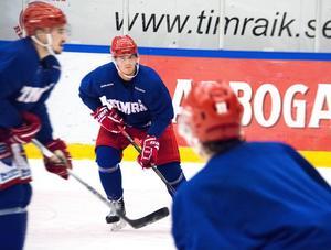 Niklas Tikkinen på plats i Timrå Isstadion. Nästa vecka kan han göra sin matchdebut.