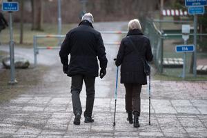 Promenader är bra motion för äldre, skriver debattörerna.Foto: Henrik Montgomery
