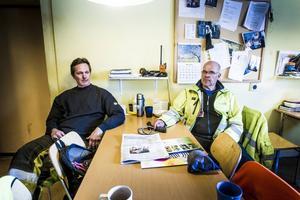 Peter Forsberg och Tomas Bodlund tycker att de har det stressigt ibland, men de tycker inte att det går att jämföra med kommunkollegorna inom hemtjänsten
