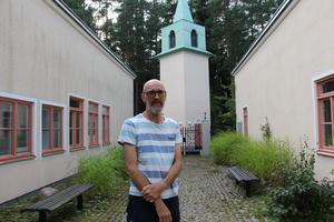 Sveneric Dahl möter unga varje vecka i sitt arbete som pedagog i Björsjökyrkan. Hans budskap är att de alla är värdefulla och att de ska ta hand om varandra.