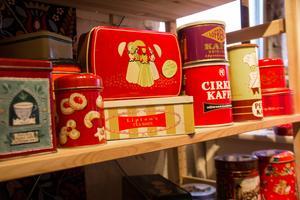 Plåtburkar det tidigare varit te, kaffe och kakao säljer bra.