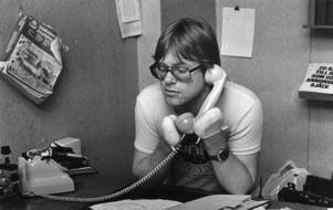 Christer Almqvist har hösten 1978 spenderat drygt 14 veckor på sjukhus och genomgått flera operationer. Han har tvingats amputera stora delar av sina händer och fötter på grund av förfrysningsskador. Med hjälp av proteser kan han gå. Senare ska han få hud transplanterad till händerna och kirurgiskt tillverkade tumgrepp för att kunna gripa om saker.