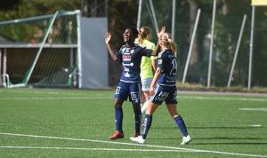 Temwa Chawinga jublar efter ett av sina mål mot Lidköping.