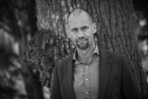 Mikael Karlsson har skrivit en bok om skogen.Foto: Ewa Stackelberg.