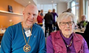 Agneta Rudsänger och Claes Östberg, president Sandviken Västra Rotary Club. Foto: Björn Jonson