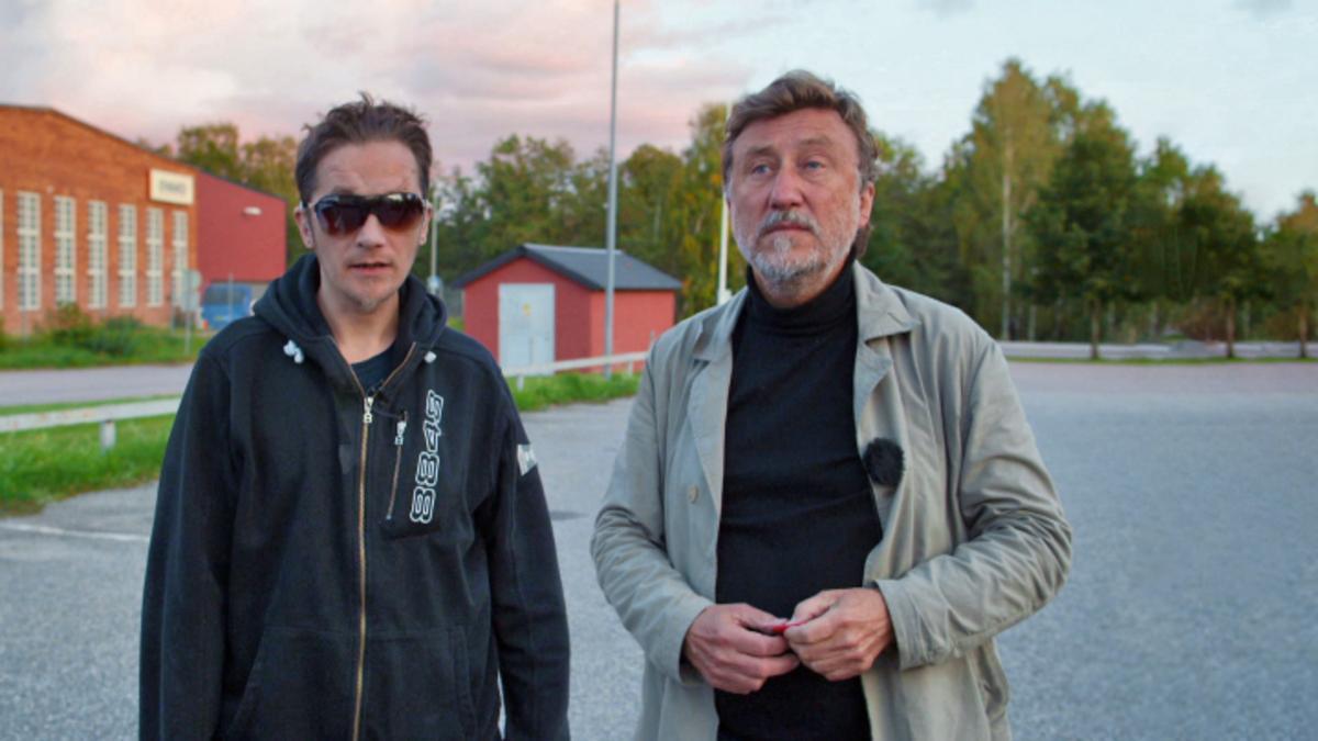 Josefsson följde blind och skjuten man som blev vräkt – ger socialen i Hallsta svidande kritik