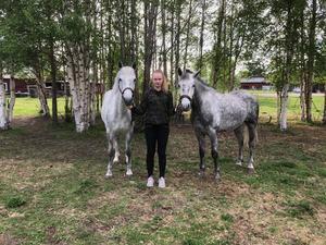Hästar var ett av 14-åriga Elsas stora intressen. I en intervju har pappa Emil berättat om dottern som han beskrev som vilken 14-åring som helst; glad, öppen och framåt.