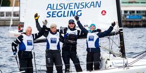 Anders Carlsson, Robert Carlsson,  Andreas Nordström och Maria Lundin efter att ha vunnit sista racet och säkrat en tredjeplats totalt.