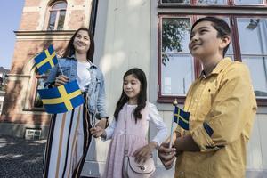 Ayda, Fatema och Elyas Akhlaqi från Rimbo är nya medborgare i Sverige.