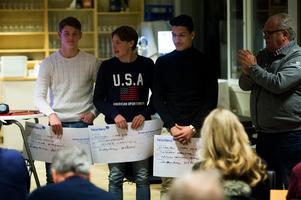 Talangerna Teodor Stenshagen, Jesper Carström och Abdulmannan Khalil fick ta emot Persson och Bäckvall-stipendiet under GIF Sundsvalls årsmöte.