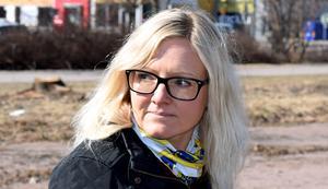 Linda Nilsson menar att politikerna får ta ett beslut om mer tid ska läggas på att utreda en överdäckning av spårdiket.