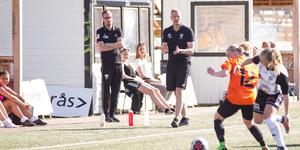 Johan Andersson, till vänster om huvudtränare Tony Torstenson.