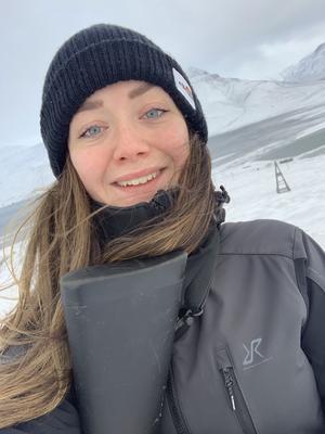 Lisa-Marie Bolin flyttade till Svalbard för sex år sedan, den fria skoteråkningens skull, och till vardags arbetar hon på en satellitstation.