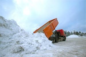 Kommunens snödeponi i närheten av Gävle hamn.