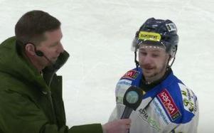 Arbogas Jimmy Hellström intervjuas av MittMedias Stefan Ericson.