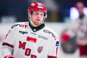 Kristian Jakobsson ska för första gången spela hockey utomlands – om än inte så långt från Sverige. Efter att hans kontrakt med Modo bröts valde han att skriva på ett avtal med Sparta Sarpsborg i Norge. Bild: Dennis Ylikangas/Bildbyrån