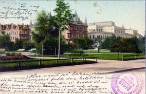 Kolorerat vykort från Esplanaden i Sundsvall där avsändaren bland annat berättar att han eller hon varit på
