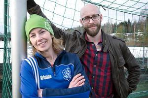 Initiativtagare. Kristina Svinhufvud och Isak Sjödelius tror på fotbollen som en del av integrationen.