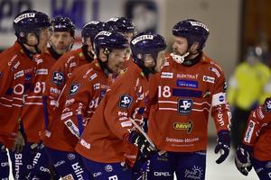 Edsbyn tog sig till final efter 5–3 mot Villa i den femte och avgörande semifinalen. Foto: Ulf Palm/TT