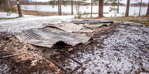 Omklädningsrummet vid Hällsjöbadet i Möklinta har brunnit ner. Foto: Niklas Hagman