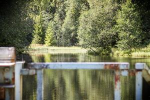 I Åsbacka är byborna oroliga för att kraftverket ska försvinna så att vattnet i sjön sjunker.