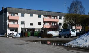 Under några år har hyreshuset Skokartongen fungerat som HVB-hem för ensamkommande barn.