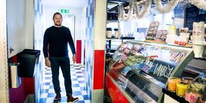 Stefan Berglund, fastighetsägare och entreprenör från Njurunda har köpt inventarierna till den konkursade restaurangen Flavors.