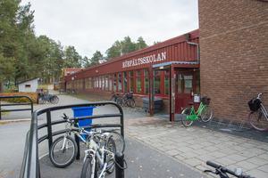 Körfältsskolan ges som exempel på där byggkostnaderna stigit.
