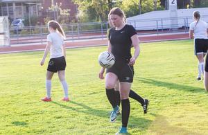 Johanna Lagerlund vräker in mål för Malungs IF i division 3.