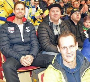 Björbo IF-tränarna Roger Homman, Johan Lööv och Emil Skoglund hyllar Fredrik Händemark: