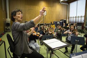 Den omtyckta dirigenten Cecilia Rydinger.