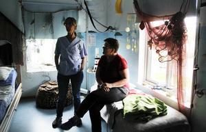 Veronika Wilhelmsson och Kate Madsen Andersson jobbar på Dagcenter i Harmånger. Ett av sinnesrummen är inrett på temat hav.