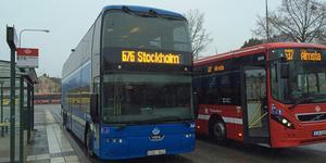 Vänsterpartiet vill att SL återtar kollektivtrafiken i egen regi, att trygghet skapas genom ombordvärdar, god information om avgångar och tillräckligt med turer så att det är möjligt att undvika trängsel, skriver Catarina Wahlgren. Foto: Klas Leffler.