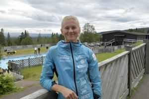 En paus mellan tuffa pass i sommarträningen för Maja Dahlqvist.