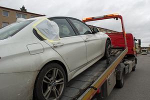 Elton Palojas bil bärgades från Surbrunnsvägen.